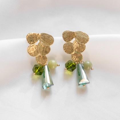 Springtime-Peridot Olivine Jade Leaf Gold Earring